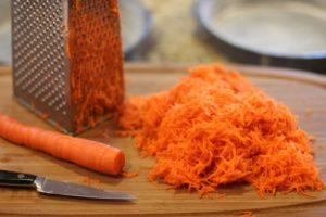 морковь от растяжек на груди