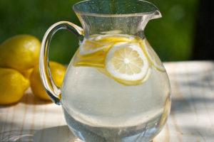 Недооцененные свойства лимонной воды