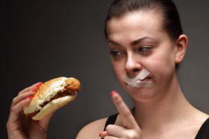 Ограничьте прием пищи жирной