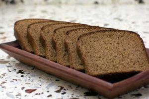 ржаной хлеб и арбуз