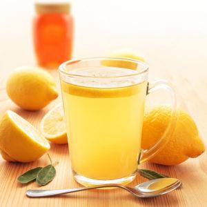 чай с медом или же лимоном для лечения горла