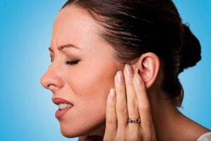 боли в ухе инородный предмет причина